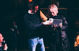 La société Lheureux Laser reçoit le trophée du Marqueur de l'année lors de la nuit des Pop's