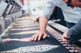 Découvrez comment bien choisir sa machine de broderie en démarrage d'activité.