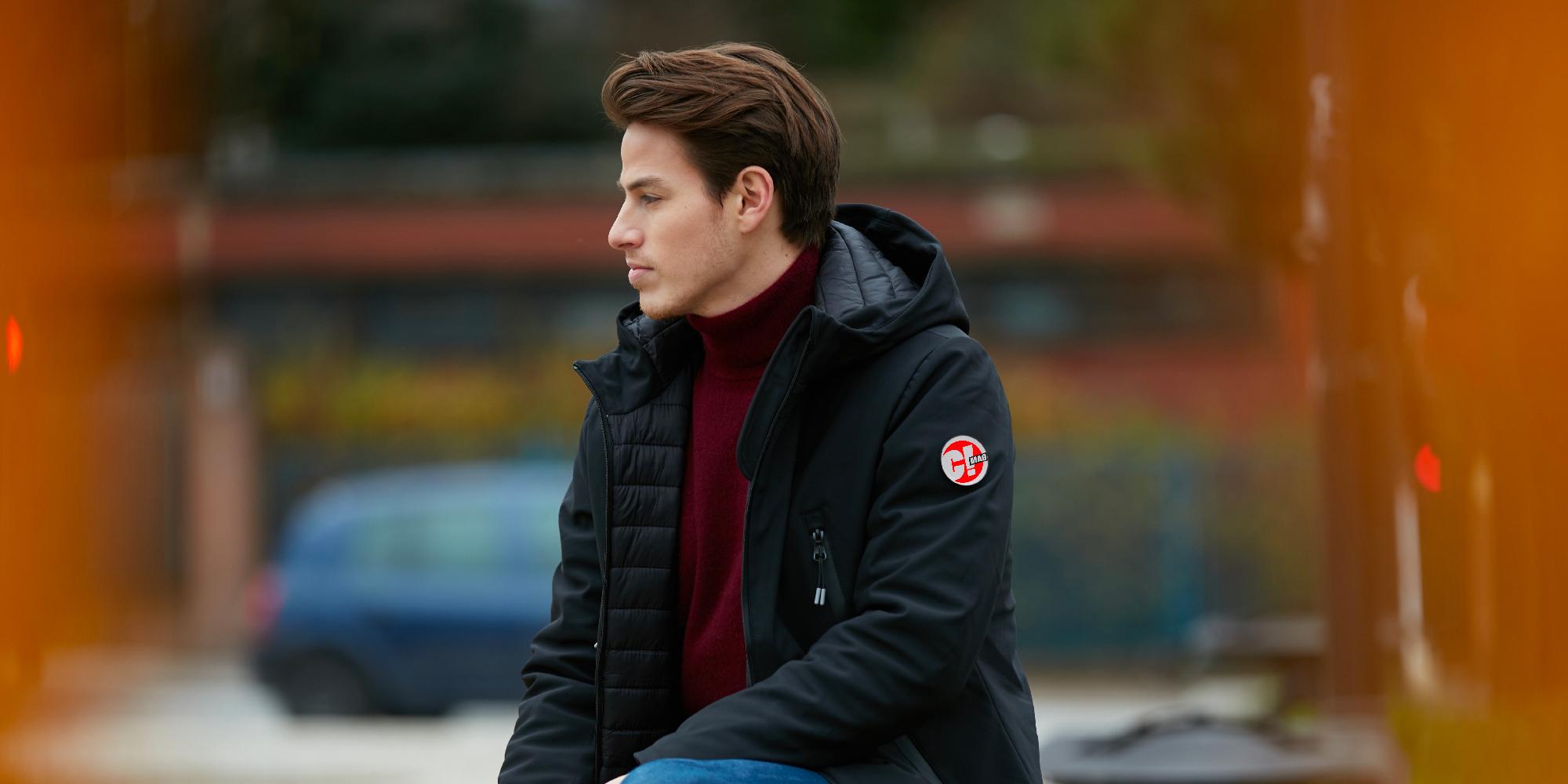 Les vestes hybrides sont l'alliance réussie de la doudoune et de la softshell.